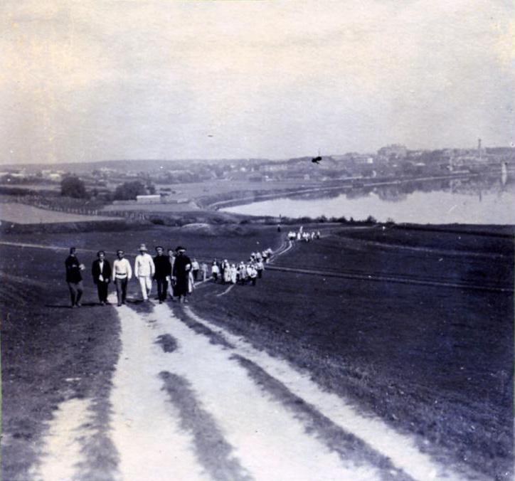 http://nagatinos.com/Official/History/1921%20Nagatinskaya%20naberezgnaya.jpg